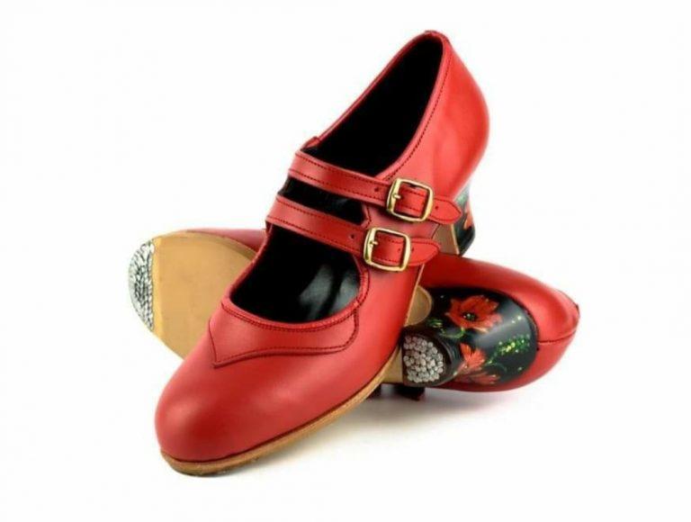 Zapato de baile flamenco con tacón pintado a mano